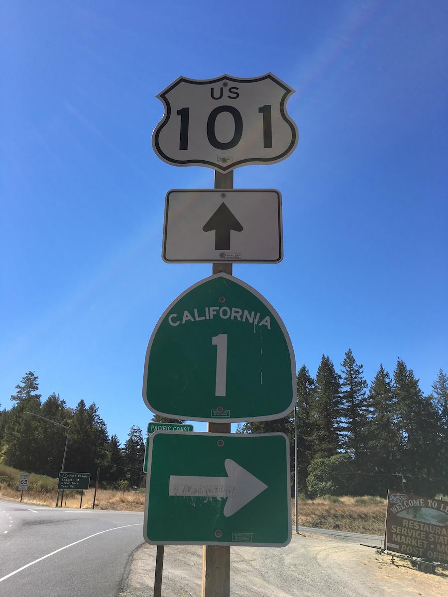 Redwood Highway geradaus, Shoreline Highway rechts